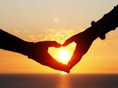 Nasıl seviyor, âşık oluyor ve acı çekiyoruz?